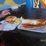 très bon hamburger et hotdog