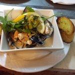 mussels with garlic wine cream