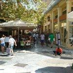 Barrio Plaka, oferta gastronómica