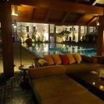 สระว่ายน้ำส่วนโรงแรม