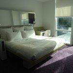 Un grand lit mais le matelas pas exceptionnel. Attention aux draps : allergies avec la lessive !