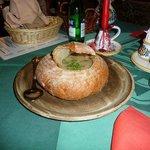 Zuppa di patate nel pane