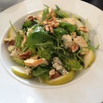Frontage bleu- Stilton, pear, toasted walnuts, seasonal leaves, croutons and maple dressing
