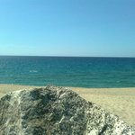Sayonara Club: la spiaggia e il suo mare.