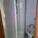 kleines Badezimmer, aber funktionell und sauber