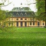 Blick vom Park auf einen Seitenflügel des Schlosses