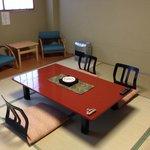 10畳の清潔感のある和室