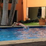La piscine très agréalbe avec petit et grand bain