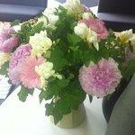 bouquet dans l'entrée ! c'est aussi un signe de bon accueil ...
