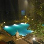 Vista sulla bellissima piscina