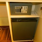 сейф, холодильник