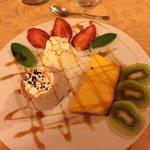 dessert: panna cotta, creme caramel e semifreddo al bacio