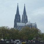 Вид на Кёльнский собор со стороны Рейна