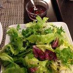 Le clou du spectacle, salade à 4€ avec vinaigre servi dans un ramequin!!! Un squetch de mauvais