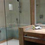 Bath/shower:  Control and drain are at far right!
