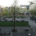 Вид из окна на площадь утром