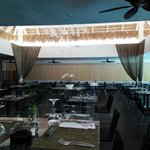 Level buffet dining room