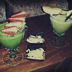 Due cocktail inventati al momento, in base ai gusti dei clienti.