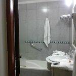 Baño luminoso y limpio, lastima el olor - hab 227