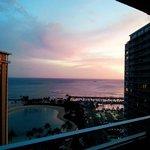 部屋からみた海。夕焼けが綺麗に映っていました♥