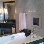 Badekarret mellem soveværelse og badeværelse