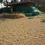 Entrance from beach and free sunbeds...