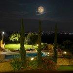 la luna sul borgo