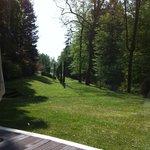 Vue du parc depuis les junior suite, la piscine et la salle du petit déjeunere