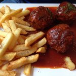 Boulettes de bœuf et frites