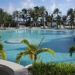 Vue sur la piscine du LUX Belle Mare