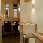 Open keuken, 2 tafels van 2p