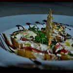 patata rellena de queso y jamón ibérico con crujiente de idiazabal