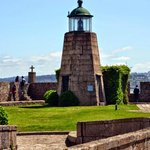El Castillo de San Antón es un castillo del siglo XVI que junto al hoy desaparecido Castillo de