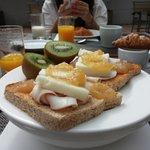 Desayuno completo en la Terraza de Vilamarí Hotel