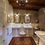 Kennedy Cottage Bathroom