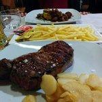 Polenta e gulash, gran bisteccona limousine 400 gr, patatine fritte