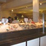Vitrine met verse vis