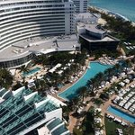 Pools del hotel tomada del piso 19 de la torre Sorrento