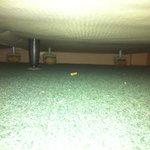 mégot de cigarette en dessous du lit