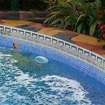 piscina de agua fria y sucia.