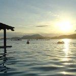 Vista do pôr do sol da piscina - imperdível!