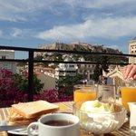Petit-déjeuner sur la terrasse de l'hôtel