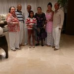 La familia en el Lobby