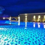 Zwembad op derde verdiep s'avonds