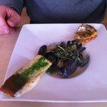 assiette de la mer, saumon, moules et langoustines