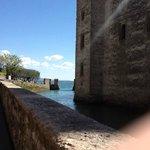 Ruela ao lado do Rocca Scagliera, Sirmione