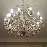 kroonluchter in kamer (chandelier in room)