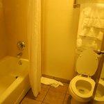 No sink in batroom