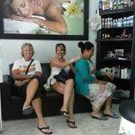 nuestros queridos clientes tambien nos dan masaje.