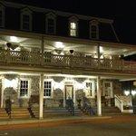 Inn Boonsboro at night